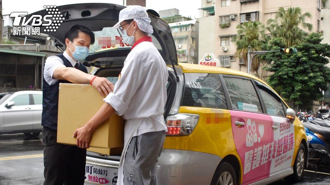 (圖/中央社) 防疫宅在家!小黃司機加入美食外送 24小時全天候服務