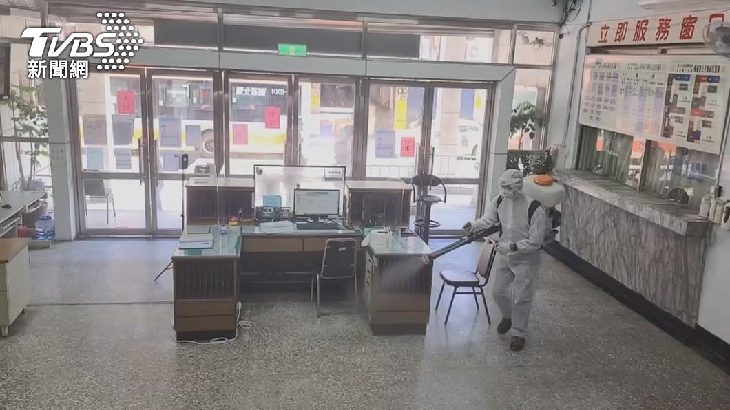 西門町派出所清消。(圖/TVBS) 萬華分局西門所清消完成恢復運作 18警支援進駐