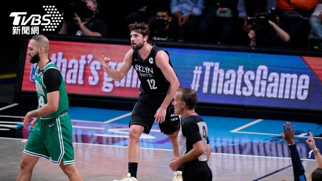 NBA籃網哈里斯單節攻進16分。(圖/達志影像美聯社) NBA籃網3人得分達20 季後賽2連勝塞爾蒂克