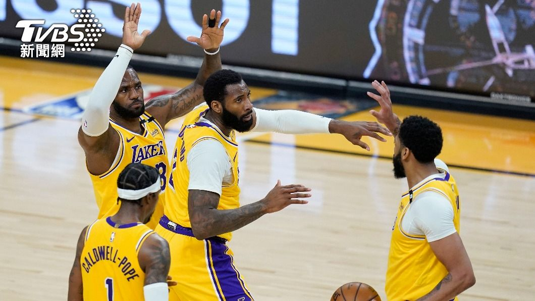 NBA湖人季後賽扳平太陽。(圖/達志影像美聯社) 戴維斯雙十、詹姆斯23分 湖人季後賽扳平太陽
