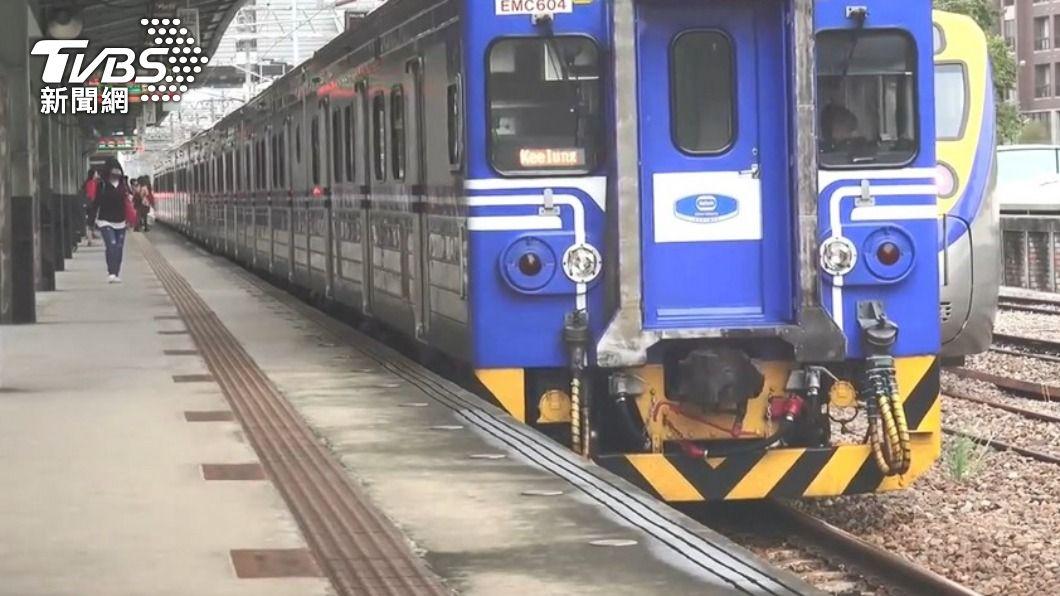 60多歲男子搭火車當日往返萬華、竹北,後確診新冠肺炎。(示意圖/TVBS) 男搭火車「當日往返萬華」狂咳確診 竹縣4案足跡曝