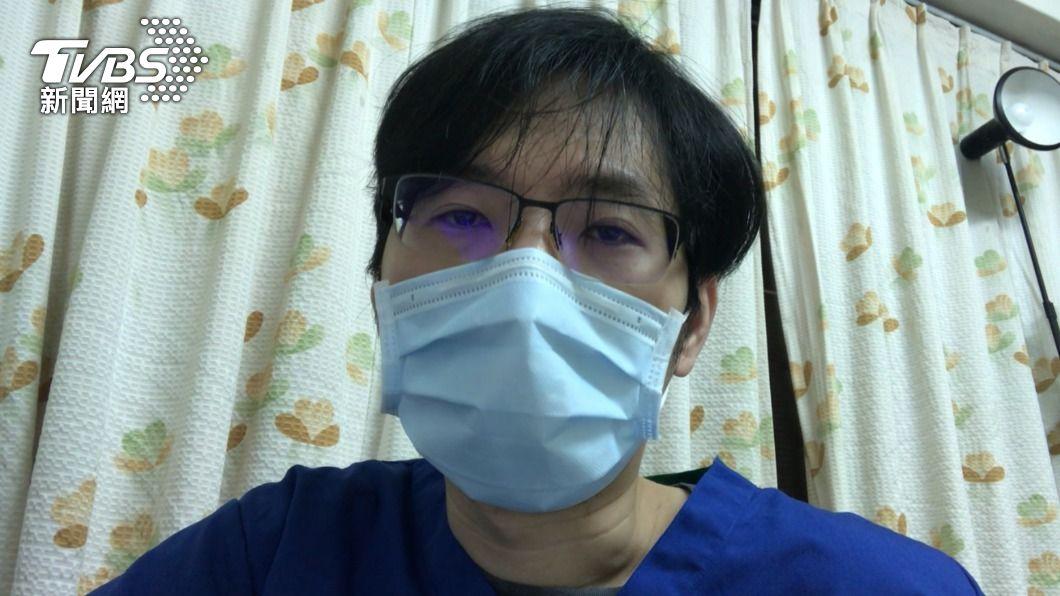 前線醫師姜冠宇分析2人1室現況,還是有互相傳染疑慮。(圖/TVBS) 1張重症加護病床都不剩!專責醫:原地插管裝呼吸器