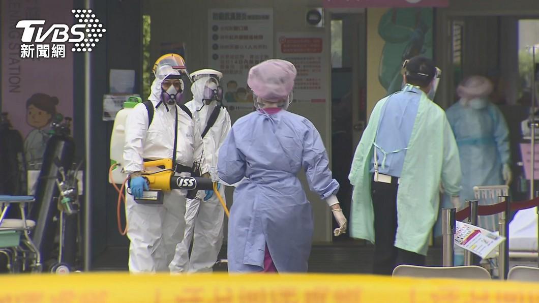 國內新冠肺炎致死人數已飆破百人。(示意圖/TVBS) 死亡人數再增12人!嬤二採才確診「無症狀3天亡」