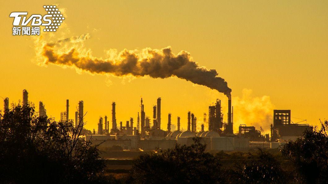 全球暖化擋不住,國際組織要求各國採取措施,降低排碳量。(示意圖/shutterstock達志影像) 全球暖化擋不住 聯合國:5年內溫度上升超過1.5度