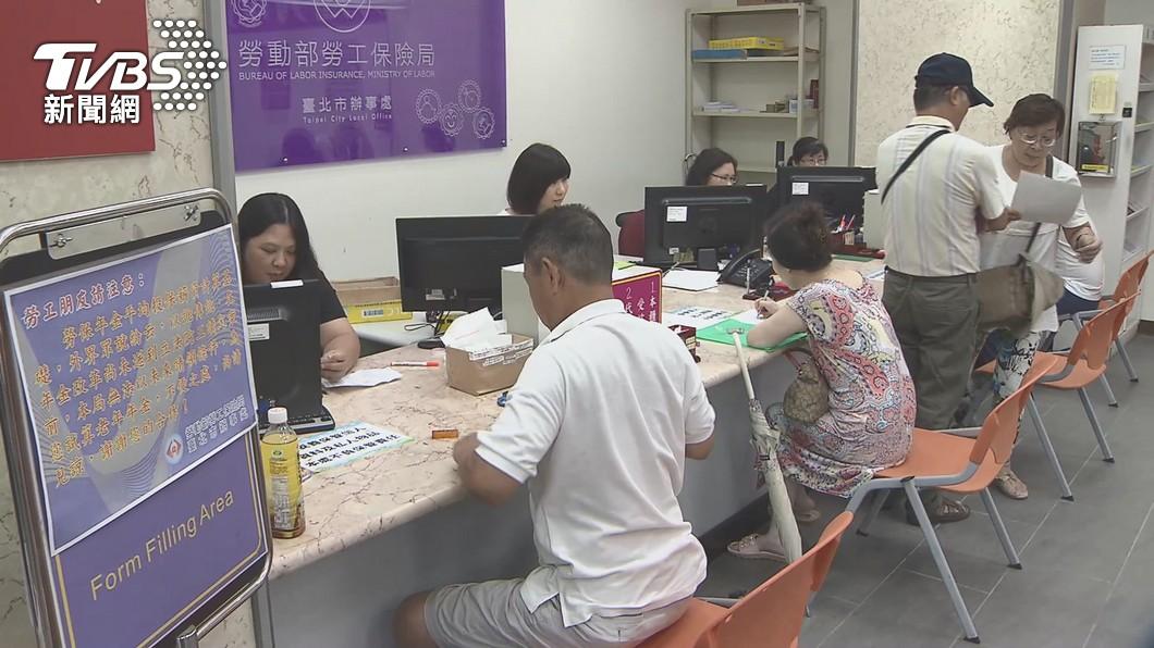 (圖/TVBS) 企業薪資每人補貼2萬!政院「紓困4.0」重點一次看