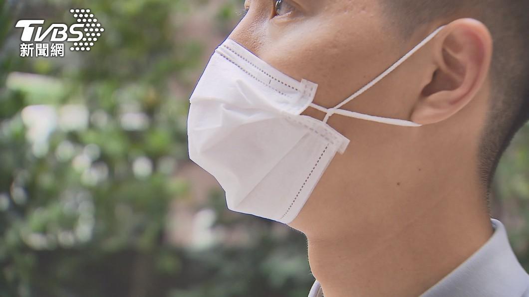 台灣疫情嚴峻,外出時務必配戴口罩。(圖/TVBS) 10大防疫政策排名出爐!小孩停課爸媽崩潰竟奪冠