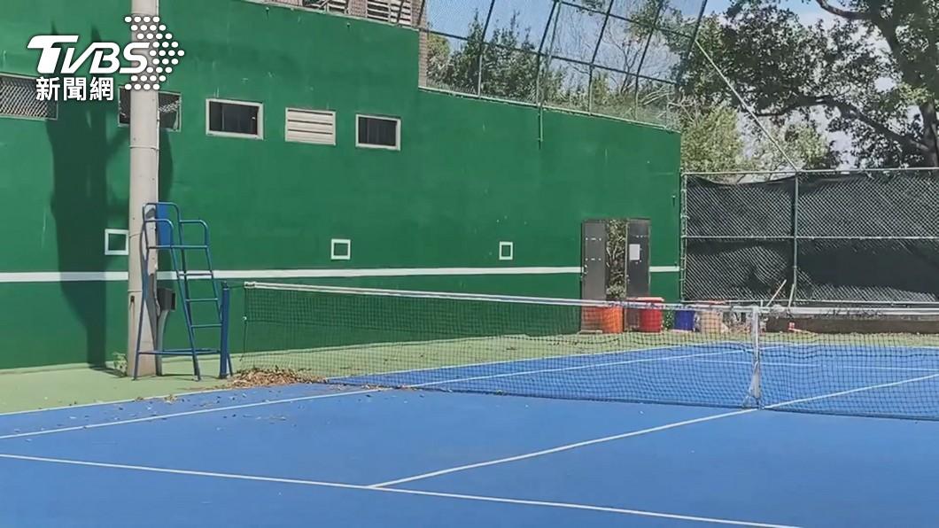 圖/TVBS 拍「教學影片」! 師校內打網球「沒戴口罩」全遭錄
