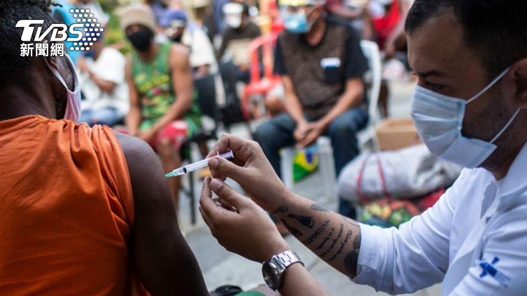 巴西境內有近100種變種病毒株在傳播,恐讓新冠疫情控制更加困難。(圖/達志影像美聯社) 巴西成新變種病毒株溫床 專家:控制疫情更難