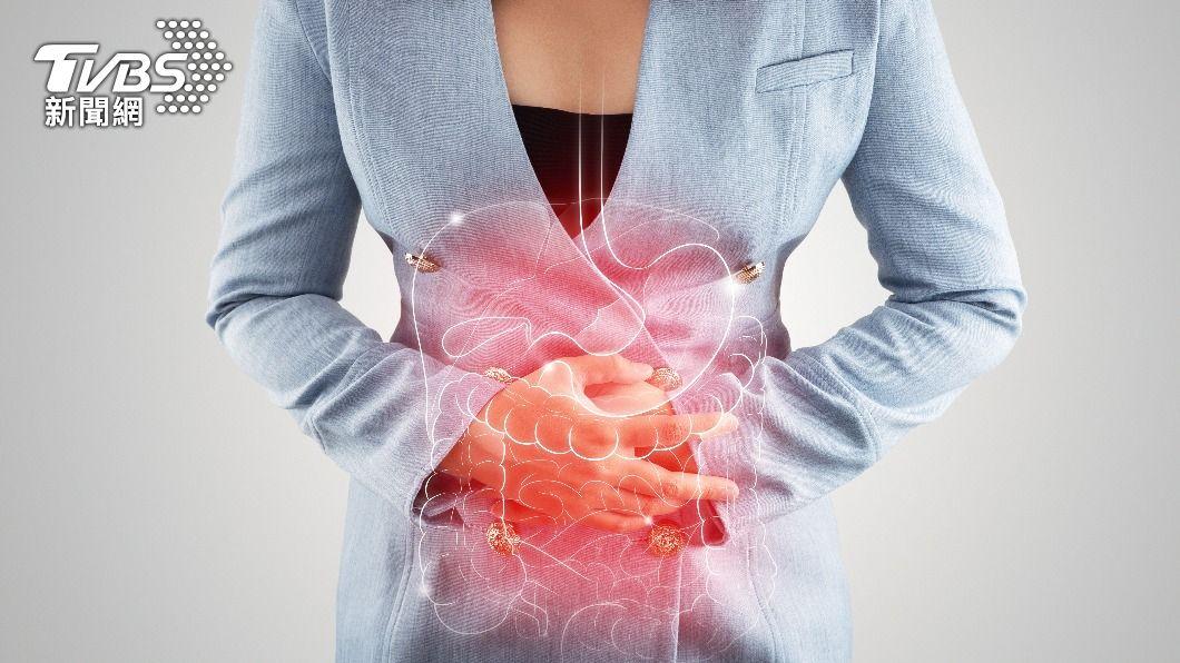 許多人因日常生活習慣不佳,均患有胃食道逆流。(示意圖/shutterstock達志影像) 胃食道逆流好痛苦!專家:少碰7大食物減緩症狀