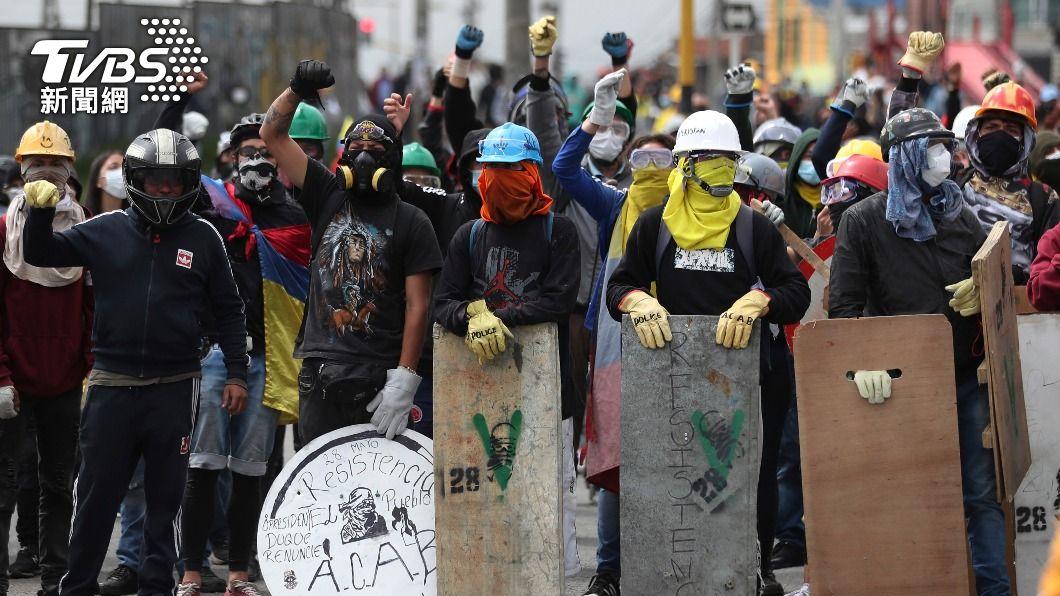 哥倫比亞反政府示威遊行。(圖/達志影像美聯社) 哥倫比亞示威活動釀13死 軍隊進駐總統親自坐鎮