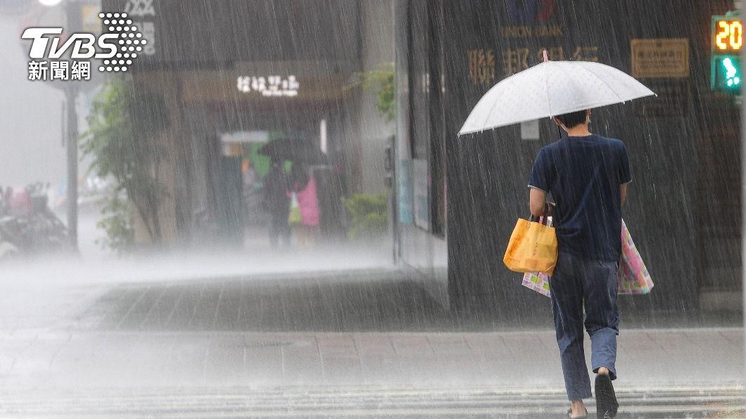 (圖/中央社) 午後對流雲系發展旺盛 9縣市大雨特報