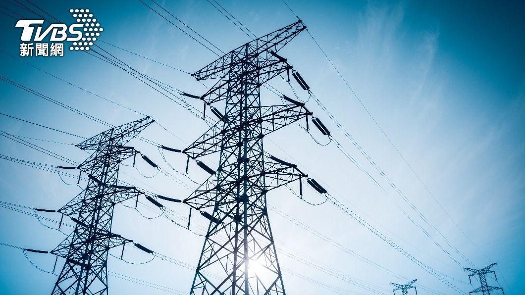 台電預估下週供電情勢也將繼續維持綠燈狀態。(示意圖/shutterstock 達志影像) 鋒面再報到全台降溫 台電估12日前供電都維持綠燈
