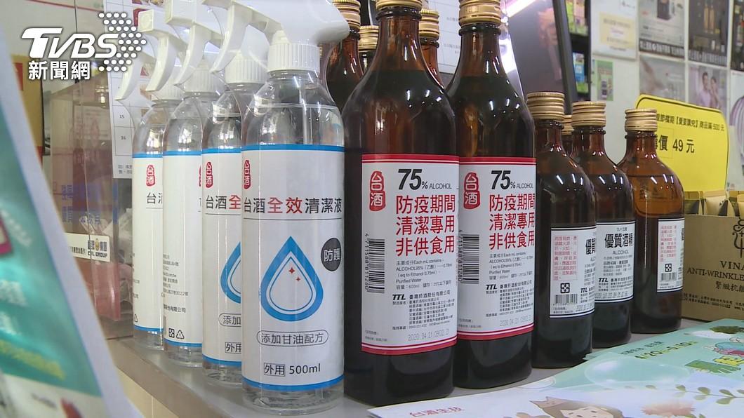 酒精為必備防疫物品之一。(圖/TVBS) 兒科醫分享自家用「高級貨」酒精 曝2大挑選關鍵