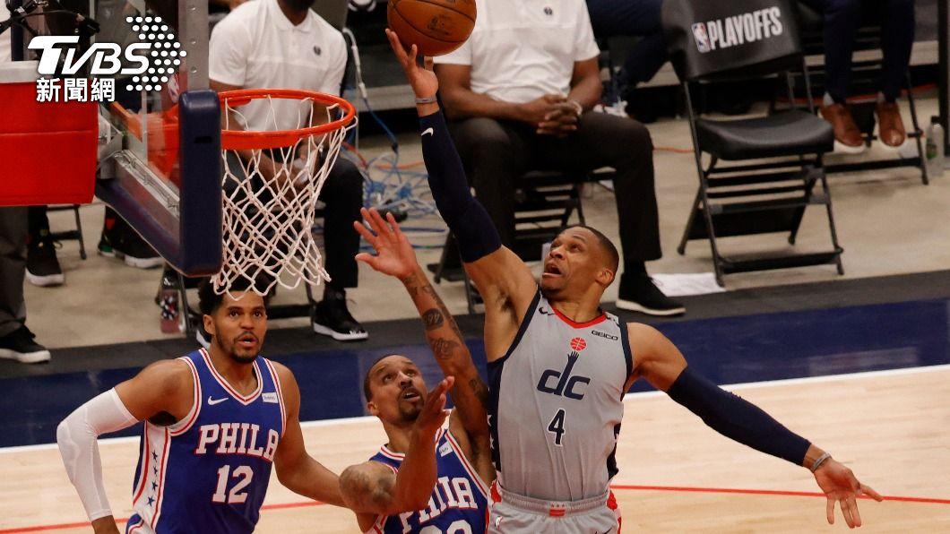 NBA巫師衛斯布魯克繳出大三元。(圖/達志影像路透社) 衛斯布魯克大三元 巫師逆轉76人扳回一城