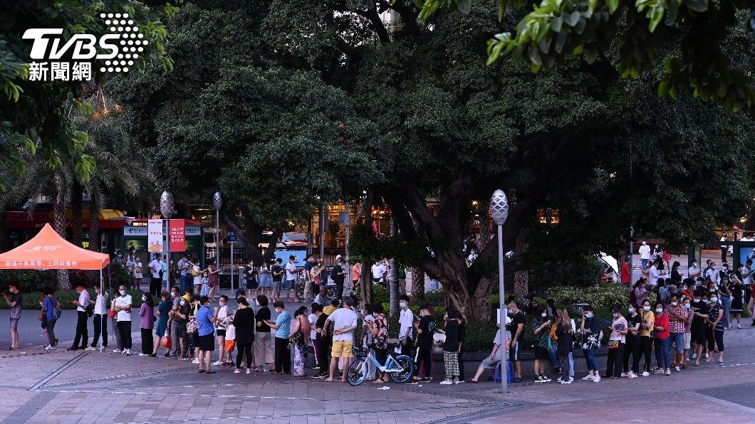 (圖/達志影像路透社) 廣州疫情蔓延避群聚 官方暫停一般民眾接種疫苗