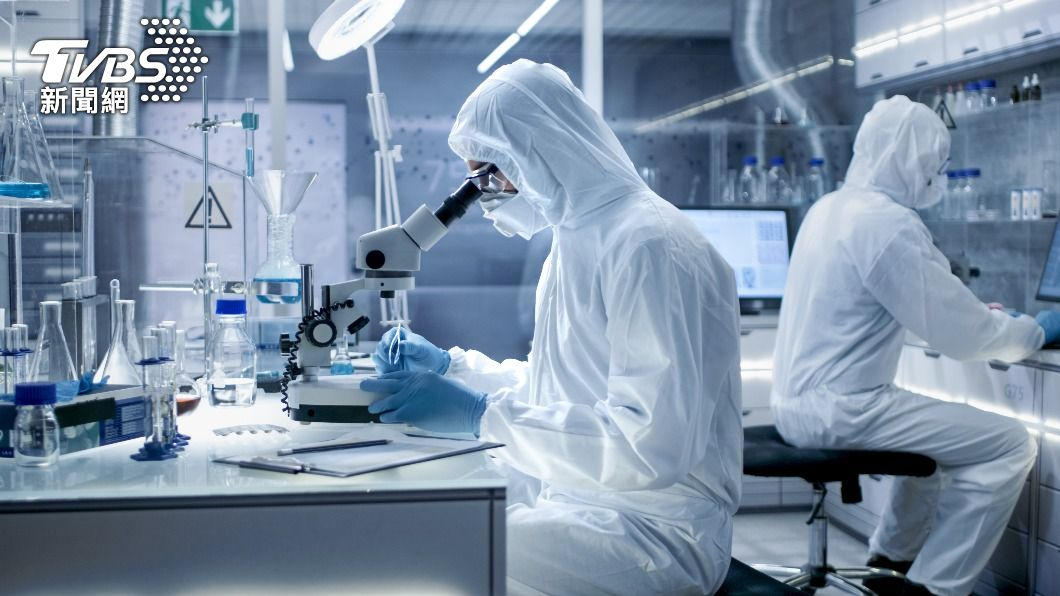 英國政府出資協助牛津大學與AZ藥廠進行疫苗研發。(示意圖/shutterstock達志影像) AZ抗南非變種病毒保護力低 英國搶研發新疫苗