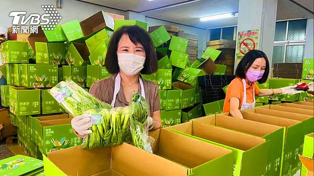 (圖/中央社) 方便民眾在家防疫 嘉義蔬果箱熱銷3千箱