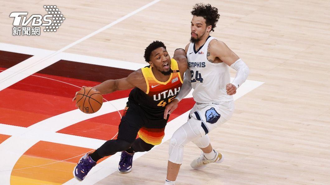 NBA爵士密契爾攻下30分。(圖/達志影像路透社) 密契爾轟30分 爵士轟垮灰熊晉級季後賽次輪