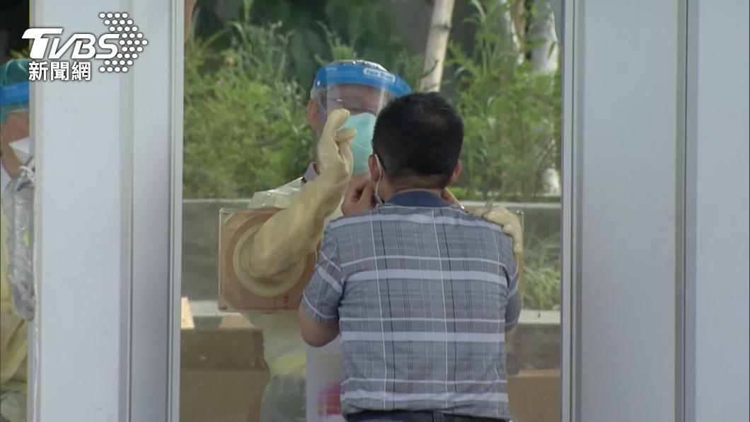 新冠肺炎疫情進入社區,近日有許多民眾接受篩檢。(示意圖/TVBS) 別被騙!篩檢陽性接電話「須付錢領藥」 健保署:勿信