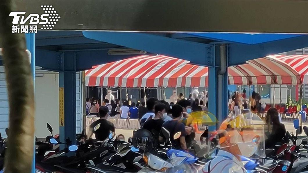 京元電員工快篩。(圖/中央社) 京元電預計6/5完成全體員工快篩 下週啟動分流辦公