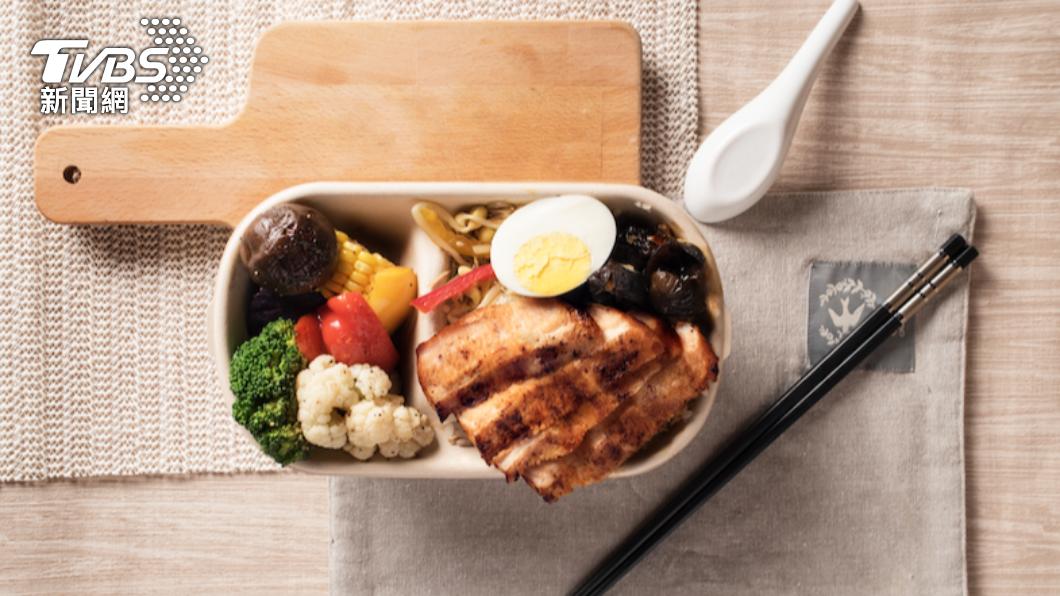六福萬怡推出健康餐盒,選用含有豐富膳食纖維的藜麥。(圖/六福旅遊集團提供) 三級警戒活動量低 飯店、旅行社搶推低卡健康餐盒