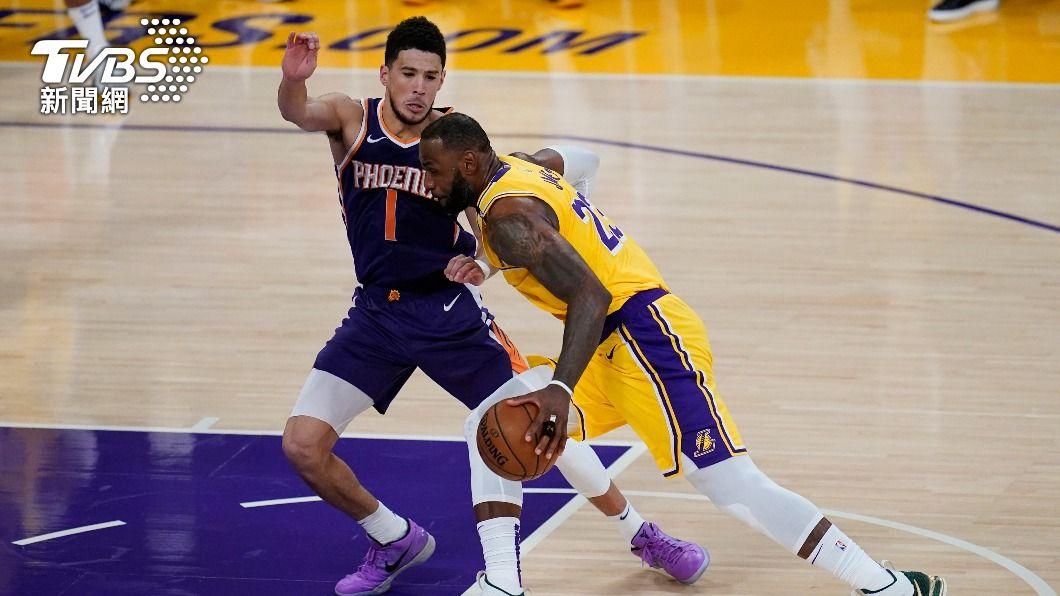 NBA太陽布克轟下47分。(圖/達志影像美聯社) 布克狂轟47分 太陽曬昏湖人闖季後賽次輪