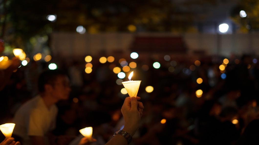 圖/翻攝自 Shutterstock 疫情避群聚為由 禁香港人悼念六四.封維園