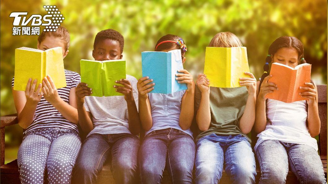 講故事有助減輕壓力。(示意圖/shutterstock達志影像) 巴西研究:講故事有助病童減輕壓力