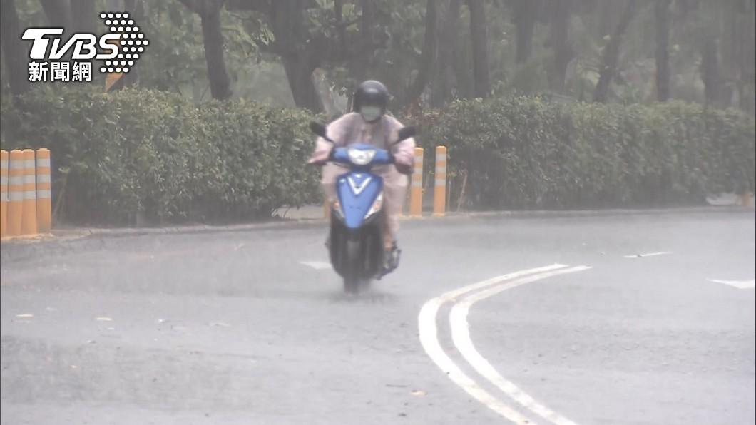 中央氣象局針對彰化至台南5縣市發布大雨特報。(圖/TVBS資料畫面) 中南部5縣市大雨特報 午後各地山區防雨襲