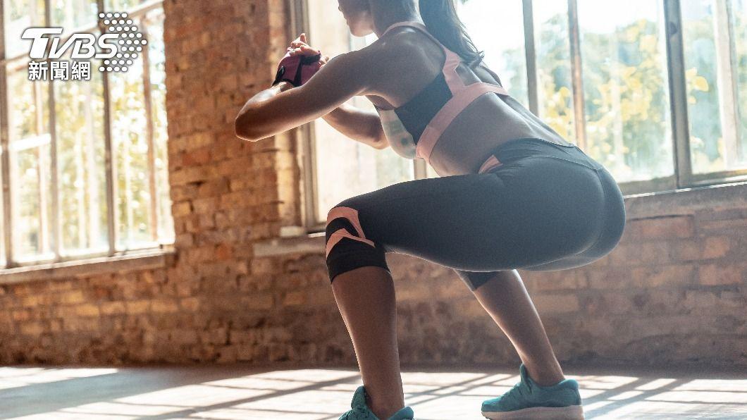 醫生表示,深蹲可以有效改善便秘。(示意圖/shutterstock達志影像) 深蹲強化膝蓋還可防便秘? 醫生破解3大迷思