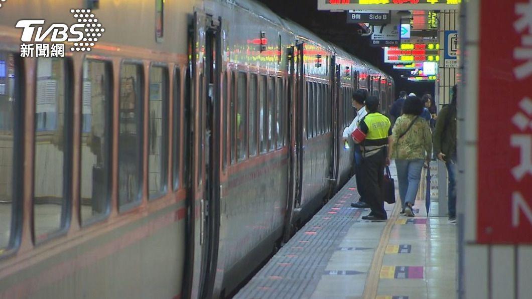 網友建議直接停駛台鐵跟高鐵。(圖/TVBS資料畫面) 蔡英文籲端午別返鄉 網怨:幹嘛不直接停駛高鐵、台鐵?