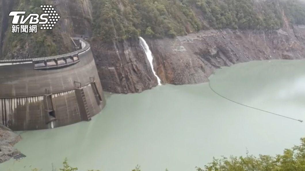 德基水庫水位上升。(圖/中央社) 德基水庫蓄水率終於突破10% 增加近13天用水量