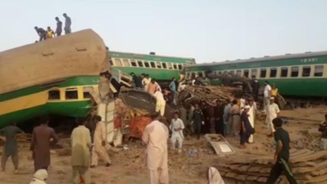 圖/翻攝自@RadioPakistan推特 快訊/巴基斯坦火車相撞 至少30死超過50人傷