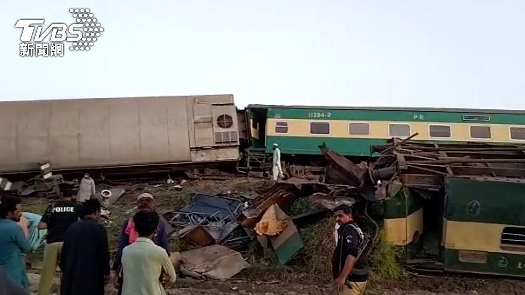 巴基斯坦7日發生火車相撞意外。(圖/達志影像美聯社) 巴基斯坦鐵路意外頻傳 民眾批政府不維修害死人