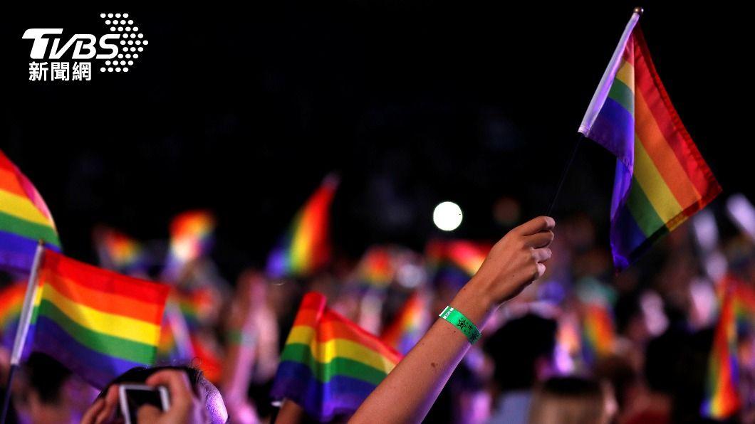 6月為全球LGBTQ同志驕傲月。(圖/達志影像路透社) 德州烘焙坊推彩虹旗餅乾遭部分消費者棄單 網友號召買爆
