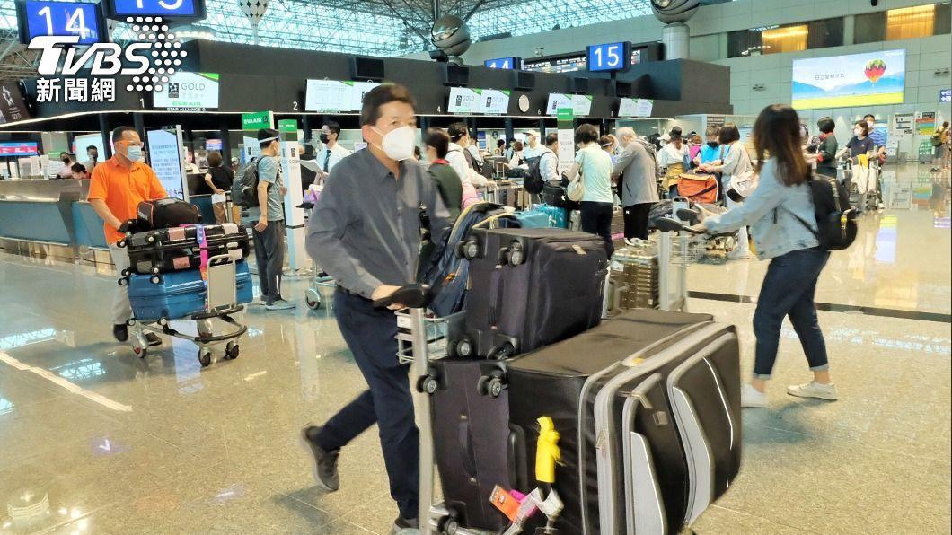 (圖/中央社) 飛美國旅客變多 長榮、華航洛杉磯客運航線增班