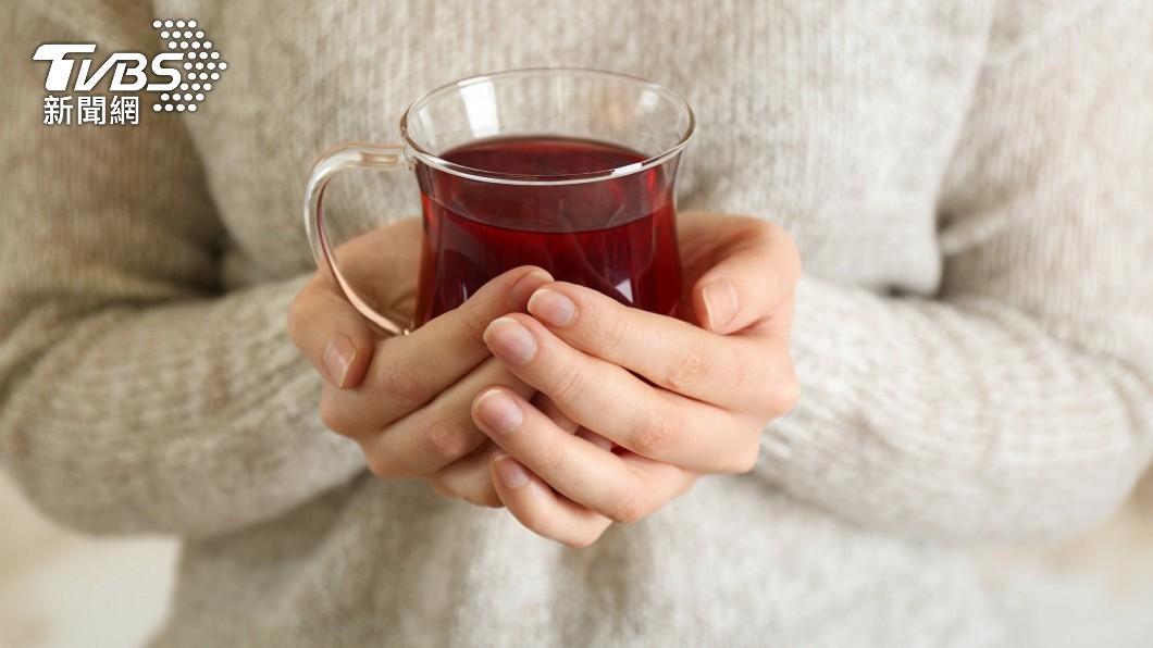 一名女子喝了紅茶後感覺像喝白開水沒味道。(示意圖/shutterstock達志影像) 喝不出紅茶味以為確診 女「失去味覺」狂加辣椒結局糗翻
