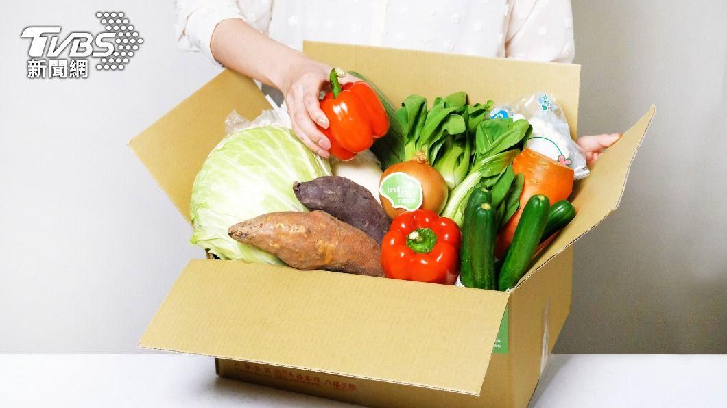 六福旅遊集團推出蔬菜箱,透過「六福美饌」美食網站下訂每箱599元。(圖/六福旅遊集團提供) 買菜免去市場!飯店、小黃、超市自救 「蔬菜箱」送到家