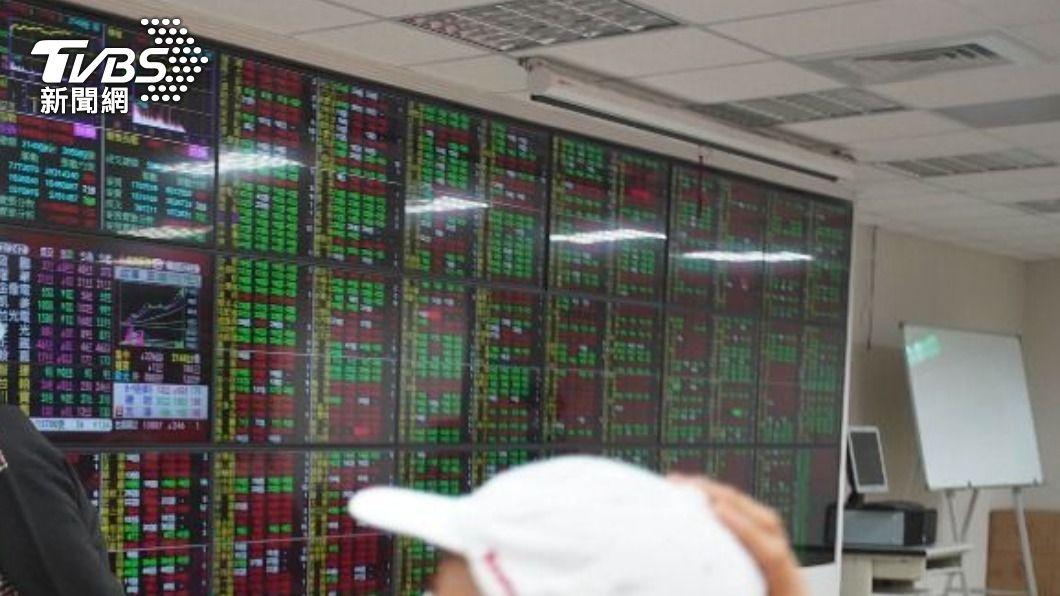 (圖/中央社資料照) 中小型電子股出頭 台股盤中力守萬七關卡