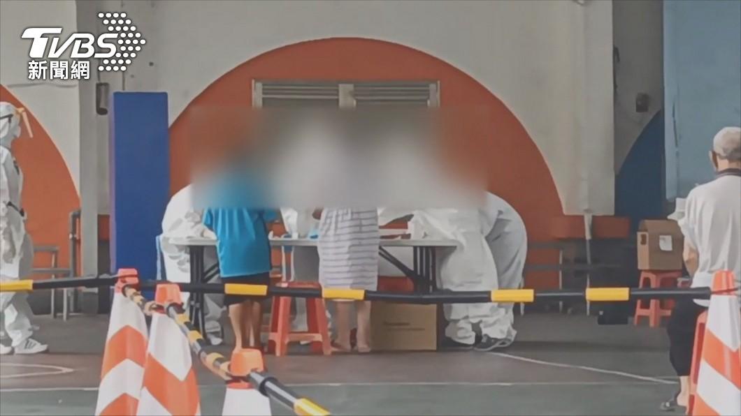宜蘭南澳碧候村雜貨店家庭群聚感染又新增1例9月大男嬰確診。(圖/TVBS) 家庭群聚又現!宜蘭南澳一家9口7人確診 最小9月男嬰