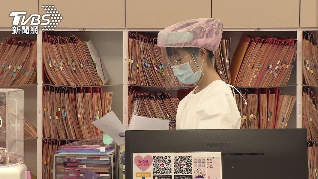 市府證實診所偷打疫苗。(圖/TVBS) 違規讓志工打疫苗 好心肝診所遭罰200萬、撤銷合約