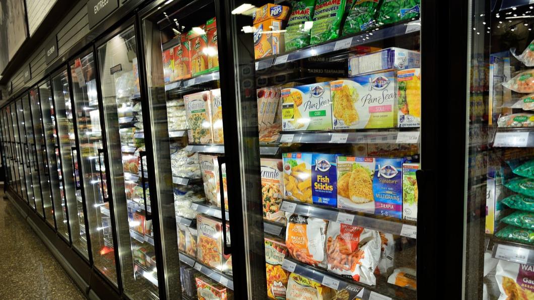 超市冰箱示意圖。(圖/取自Pixabay) 【部分錯誤】10%美國人摸有病毒的超市冰箱門把而染疫?