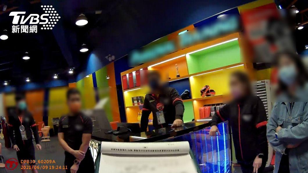 台南警查獲某健身中心群聚。(圖/中央社) 台南某健身中心燈亮7男女群聚 每人將裁罰6萬元