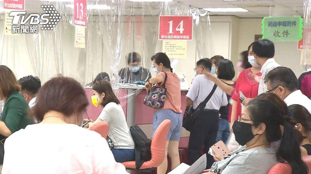 (圖/TVBS資料畫面) 臨櫃報稅將恢復 蘇建榮:緊急採購相關裝備防疫
