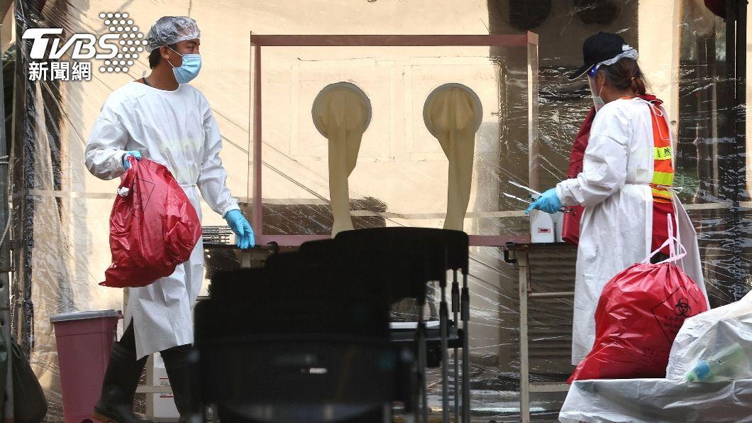 本土疫情仍嚴峻,全國三級警戒再延長至6月28日。(圖/達志影像路透社) 染疫病歿者累計逾3百人 新增263例本土確診