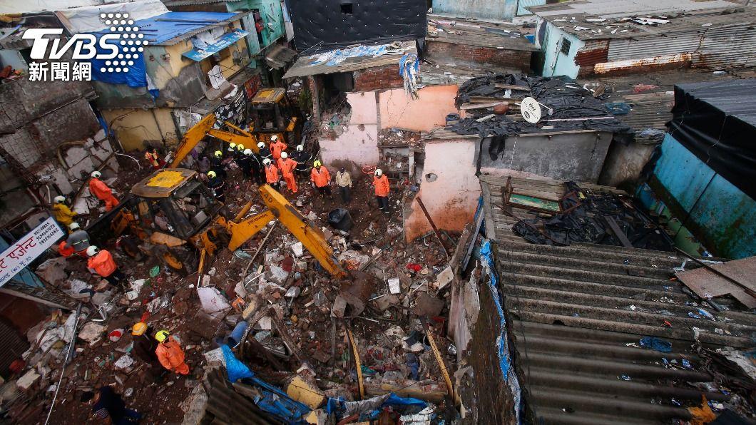 (圖/達志影像美聯社) 印度孟買建築物倒塌 至少11死8傷