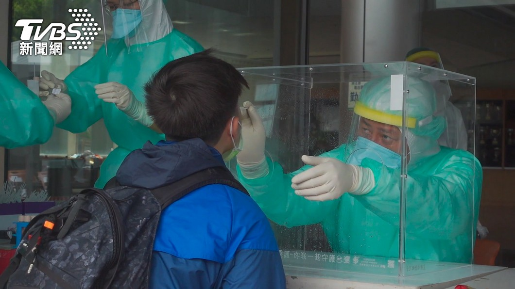 文化大學快篩站日前有使用安特羅快篩試劑。(圖/TVBS資料畫面) 國產快篩試劑遭投訴陽性率太高 食藥署要查