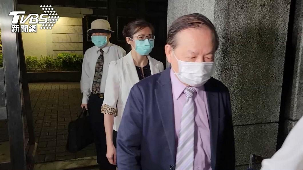 北檢約談許金川等12人。(圖/TVBS) 好心肝私打疫苗案 負責人許金川作證後請回