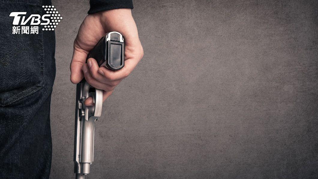 美國佛羅里達州再傳槍擊案,造成3人身亡。(示意圖/Shutterstock達志影像) 佛州超市爆槍擊釀3死 孩童、成年女子及嫌犯身亡