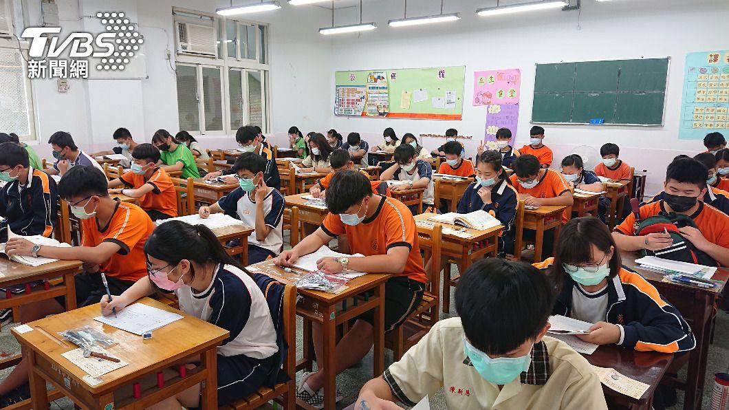 國中教育會考今(11)日公布成績。(圖/中央社資料照) 國中會考成績揭曉 網路可查、紙本成績單再等等